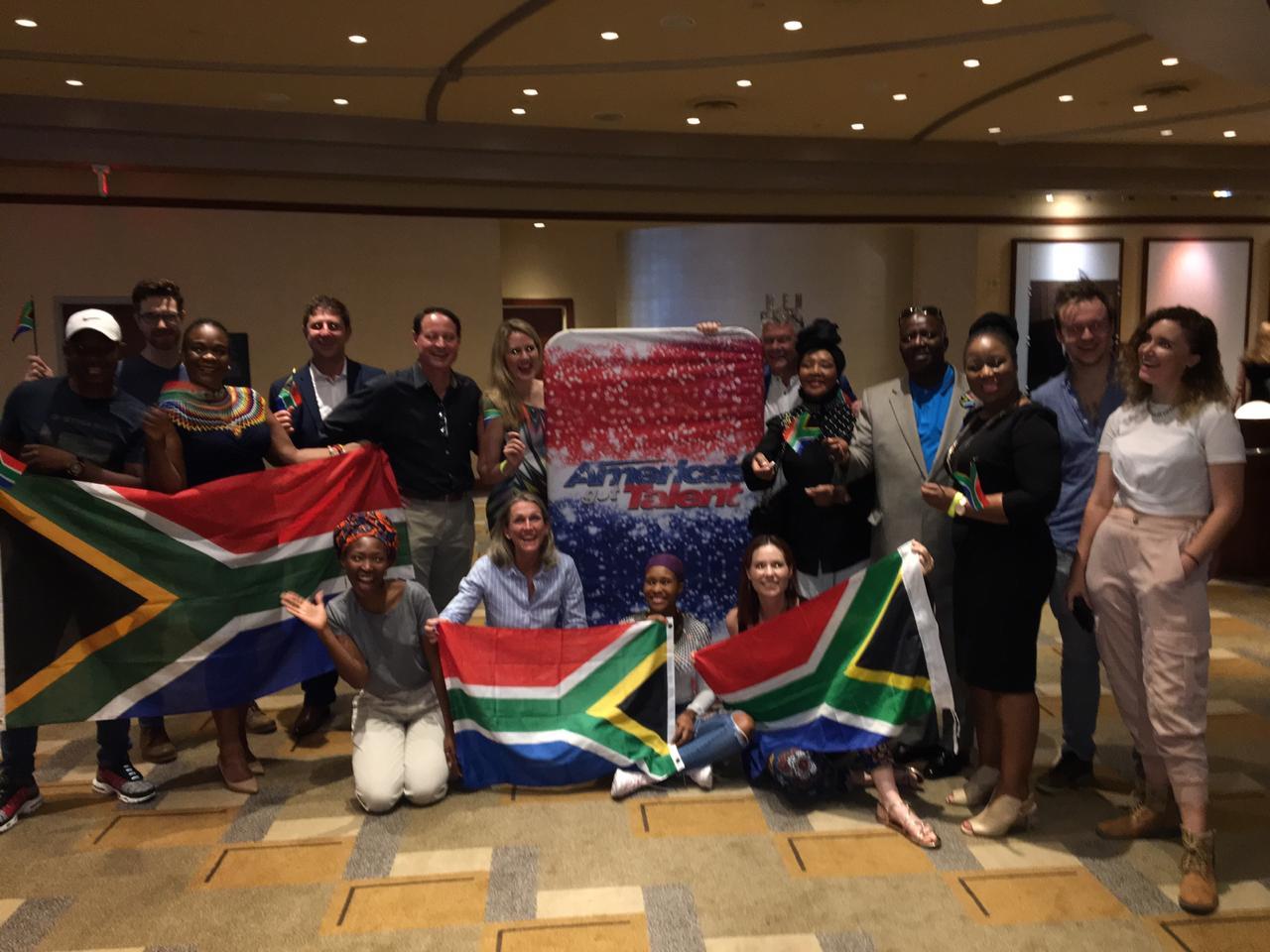 Südafrikanischen Delegation mit Felizia Mabuza-Suttle, einer südafrikanischen TV-Prominenten, die gekommen ist, um den Chor zu unterstützen.